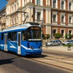 Trem elétrico em rua polonesa; Polônia, um bom lugar para morar: saiba por quê!