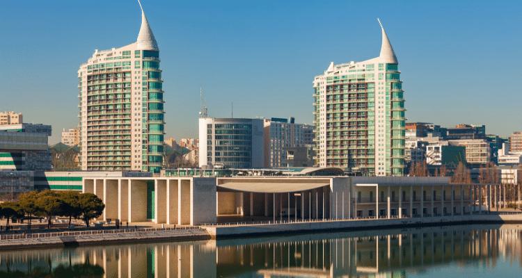 Prédios modernos, investimento em Portugal: confira nossas dicas!