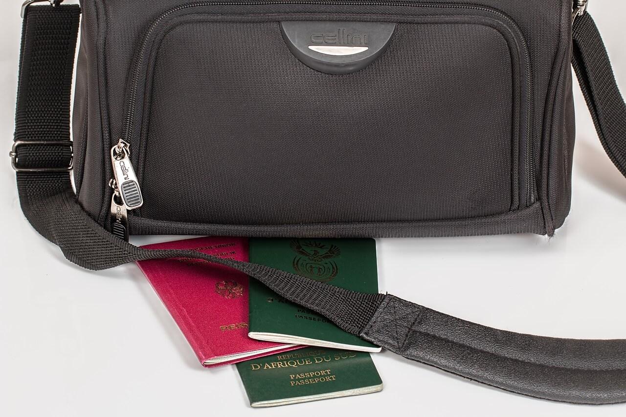 Como viajar tendo dupla cidadania?